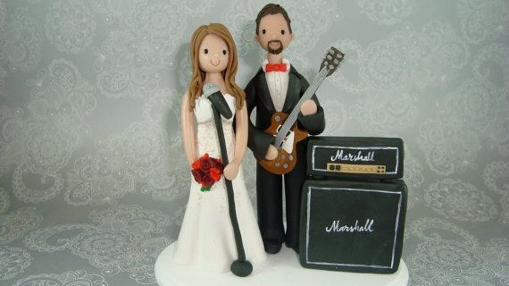 Cake topper with guitar