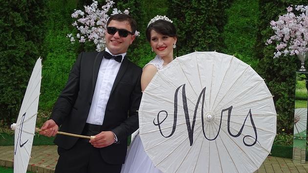 Bride and groom with umbrellas